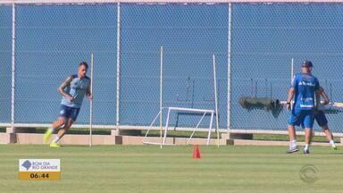 Time do Grêmio realiza treinamento em Porto Alegre após vitória contra Juventude - Assista ao vídeo.