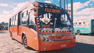 Motorista é conhecido em Curitiba por enfeitar ônibus em datas comemorativas - Ele diz que a intenção é fazer o bem, alegrando o dia dos passageiros.