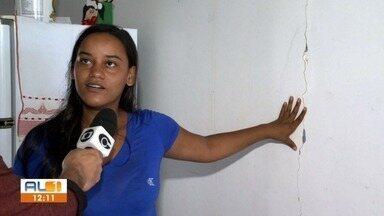 Rachaduras se espalham em imóveis no Mutage e em Bebedouro - Bairros entraram no mesmo decreto de calamidade do Pinheiro, onde as rachaduras já fizeram centenas de famílias saírem das suas casas.