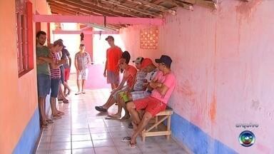 Trabalhadores que estavam em alojamento em condições precárias voltam para a casa - Trabalhadores, que vieram do Piauí, Tocantins e Bahia, informaram que a empresa que os contratou prometeu fazer o pagamento dos meses atrasados.