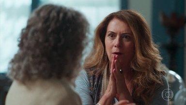 Edméia/Grace conta para a Margot que encontrou o portal - Margot fala que Daniel chegou e é igual a Danilo. Elas estão confusas com tanta novidade