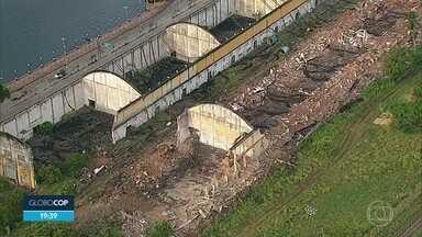Demolição no Cais José Estelita é suspensa após decisão judicial - Embargo havia sido suspenso e construtoras haviam começado a demolir armazéns.