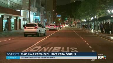 Curitiba ganha mais uma faixa exclusiva para ônibus, agora no centro da cidade - A mudança começa a valer nesta quinta (08), mas motoristas terão um tempo para se adaptar.