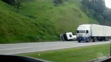 Acidente entre quatro caminhões provoca congestionamento na Castello Branco - undefined