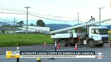 Acidente causa corte de energia em Jundiaí - Caminhoneiro derrubou postes e dois bairros estão sem luz