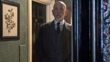 Episódio 1 - Em 1933, o detetive aposentado Hercule Poirot passa a receber cartas ameaçadoras assinadas por 'ABC'. Assim que ele informa à Polícia de Londres, uma série de assassinatos começa.