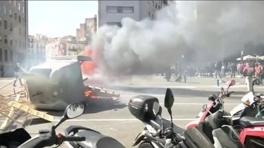 Polícia de Barcelona prende 7 em confronto entre manifestantes - 5 pessoas ficaram feridas