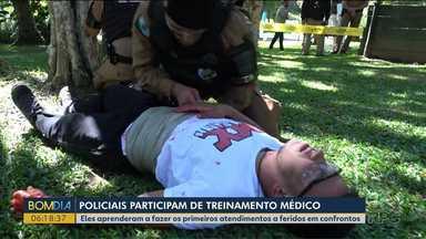 Policiais treinam como proceder em atendimentos a vítimas de confrontos - Eles aprenderam a fazer os primeiros socorros.