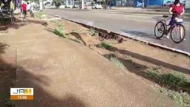 Estação Xerente: passageiro diz ter caído de calçada precária enquanto descia de ônibus - Estação Xerente: passageiro diz ter caído de calçada precária enquanto descia de ônibus