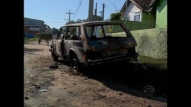 Carro pega fogo em Santa Maria e deixa homem gravemente ferido - O incêndio aconteceu na tarde de domingo, no bairro Nova Santa Marta.