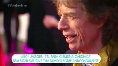Mick Jagger fará cirurgia cardíaca e turnê dos Rolling Stones é adiada - A turnê da banda Rolling Stones, que deveria começar no dia 20 de abril nos Estados Unidos e Canadá, foi adiada. O vocalista Mick Jagger vai substituir uma das válvulas do coração. Conhecido pelas performances cheias de energia no palco, Jagger foi aconselhado pelos médicos a adiar a turnê. O tempo de recuperação não foi divulgado.