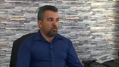 MP investiga denúncia contra mais um vereador de Cascavel - Suspeita é que Roberto Parra, do MDB, estaria ficando com parte do salário de assessores. Caso está em segredo de Justiça.
