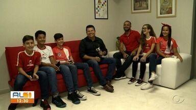 Pré-adolescentes da chamada geração Z bate papo descontraído sobre o uso do mundo virtual - O repórter Douglas Lopes conversou com os estudantes.