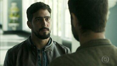 Jamil parte para a Grécia para procurar Laila - Hussein confessa seu amor por Soraia e Jamil aconselha o primo a deixar de trabalhar para a Aziz. Laila e a família seguem a viagem de bote
