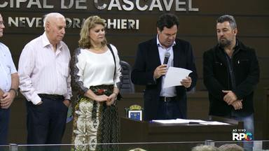 Nadir Lovera toma posse na Câmara de Vereadores de Cascavel - A advogada ocupa a cadeira do vereador cassado Damasceno Júnior.