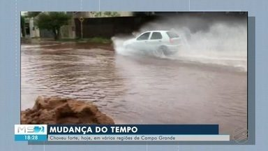 Mudança do tempo - Choveu forte, hoje, em várias regiões de Campo Grande.