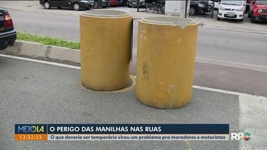 O perigos das manilhas espalhadas pelas ruas de Curitiba e Região Metropolitana - em São José dos Pinhais tem manilhas espalhadas pelas ruas desde 2012.