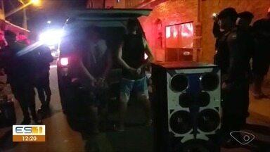 Homens são presos por tráfico de drogas e posse ilegal de arma em Viana - Operação da Polícia Militar e da Prefeitura de Viana ocorreu nas imediações do bairro Marcílio de Noronha, onde há grande concentração de bares.
