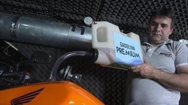 Gasolina de alta octanagem ou comum? Qual leva a melhor? - Testes com carros e motos mostram quando é vantajoso cada tipo.