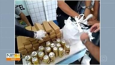 Mulheres são presas tentando entrar com quase 50 quilos de maconha e cervejas em presídio - Apreensão ocorreu no domingo (7), no Cotel, em Abreu e Lima, no Grande Recife