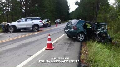 Duas pessoas morreram e três ficam feridas em acidente na BR-153 - O acidente foi na cidade de Imbituva.