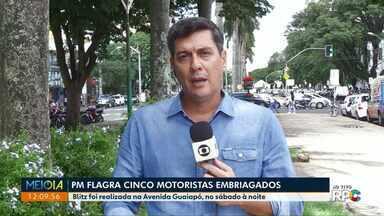 PM flagra cinco motoristas bêbados durante blitz em Maringá - Operação foi realizada na Avenida Guaiapó, no sábado (6) à noite.