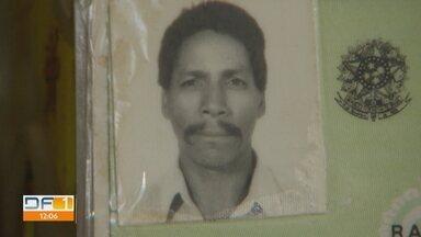 Polícia procura por homens que mataram idoso na Fercal - Vítima foi baleada no sofá de casa. Filho diz que antes do crime, os mesmo homens entraram na casa dele e tentaram matá-lo.