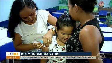 Escola realiza programação em comemoração ao Dia da Saúde, em Santarém - Programação na Escola Ubaldo Corrêa oferta vacinação e orientações quanto a cuidados com a saúde. Comunidade pode participar de programações até o dia 12 de abril.