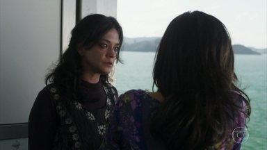 Missade joga fora o papel com o número do telefone de Jamil - Laila sofre com a atitude da mãe
