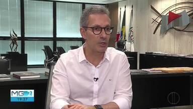 Romeu Zema chega a cem dias de governo em Minas Gerais - Governador falou sobre vários temas, como corte de elevador privativo, cafezinho com deputados e intenção de ir a cidades impactadas por barragens.