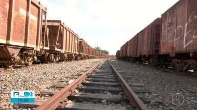 Trilhos abandonados causam problemas para motoristas e moradores em Campos, no RJ - Ferrovia foi fonte de renda durante décadas na cidade.
