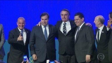 Bolsonaro, Maia e prefeitos discutem à reforma da Previdência - O governo prometeu aumentar os repasses de dinheiro para os municípios em busca de apoio.