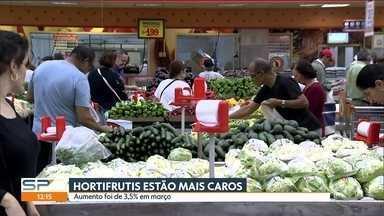 Clima é um dos responsáveis pela alta dos preços nos mercados e hortifrutis - A chuva e as altas temperaturas nas regiões produtoras fizeram com que frutas, legumes e verduras ficassem mais caros em março último. A alta foi de 3,5%, segundo o índice Ceagesp.