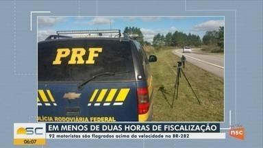 Fiscalização da PRF mostra 92 motoristas dirigindo acima da velocidade na BR-282 em SC - Fiscalização da PRF mostra 92 motoristas dirigindo acima da velocidade na BR-282 em SC