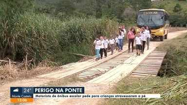 Estudantes precisam atravessar ponte a pé em Itapoá - Estudantes precisam atravessar ponte a pé em Itapoá