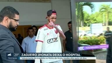 Zagueiro Jhonata deixa hospital após 64 dias - Ele era o último sobrevivente da tragédia no Ninho do Urubu que ainda estava hospitalizado