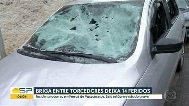 Briga entre torcedores deixa catorze pessoas feridas em Ferraz de Vasconcelos - Três pessoas ficaram baleadas no confronto antes do primeiro jogo da final o campeonato paulista