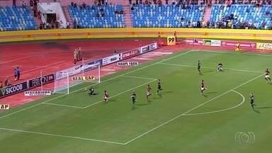Atlético-GO atropela o Goiás e encaminha título do Goianão - Dragão faz 3 a 0 no jogo de ida da final e coloca a mão na taça