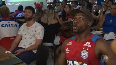 Torcedores do Bahia assistem a final do Baianão em bares da capital baiana - A partida foi marcada por lances polêmicos e também por clima de apreensão.