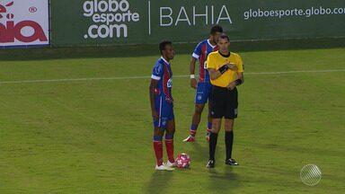 Partida do Bahia contra o Bahia de Feira é marcada pela utilização do árbitro de vídeo - O analista de arbitragem Jailson Macedo e os torcedores opinam sobre a utilização do sistema.