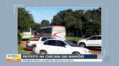 Moradores fecham rua para pedir melhorias em bairros da capital - Moradores fecham rua para pedir melhorias em bairros da capital