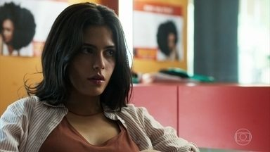 Laila conta para Marie como foi o encontro com Bruno - Ela diz que ele é um bom rapaz, mas muito atrevido