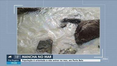 Mancha no mar é investigada em Porto Belo - Mancha no mar é investigada em Porto Belo