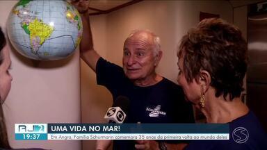 Em Angra dos Reis, Família Schurmann comemora 35 anos da primeira volta ao mundo deles - Grupo viajou à bordo de um veleiro.