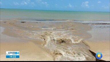 JPB2JP: MPF faz mapeamento das ligações clandestinas de esgoto lançadas na orla de Manaíra - Praia suja em João Pessoa.