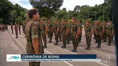 Cerimônia da Boina: novos militares ingressam no 8º BEC, em Santarém - Jovens recrutas ficaram 40 dias longe de casa. Solenidade ocorreu nesta segunda-feira (15).