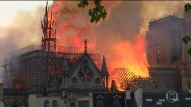 Incêndio na Catedral de Notre Dame, em Paris, está controlado - Incêndio levou nove horas para ser extinto e causou grandes danos ao complexo. Bombeiros e especialistas analisam estrutura da edificação e o impacto das chamas.