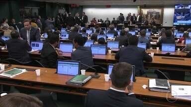 Governo sofre nova derrota na Câmara - Os partidos do Centrão passaram à frente da reforma da Previdência e votaram o projeto que garante a liberação de emendas dos parlamentares.