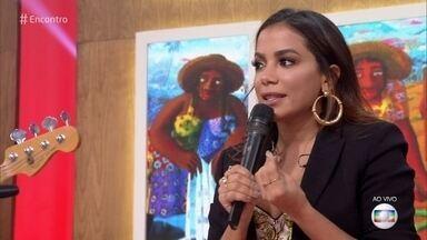 Anitta conta como adquiriu fluência em inglês e espanhol - Cantora destaca a criatividade para aprender os idiomas