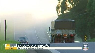 Estrada tranquilas na véspera do feriado de páscoa - BDSP mostra situação na manhã de quinta-feira para o litoral e para o interior. Na Raposo Tavares, motoristas precisam tomar cuidado com a neblina.